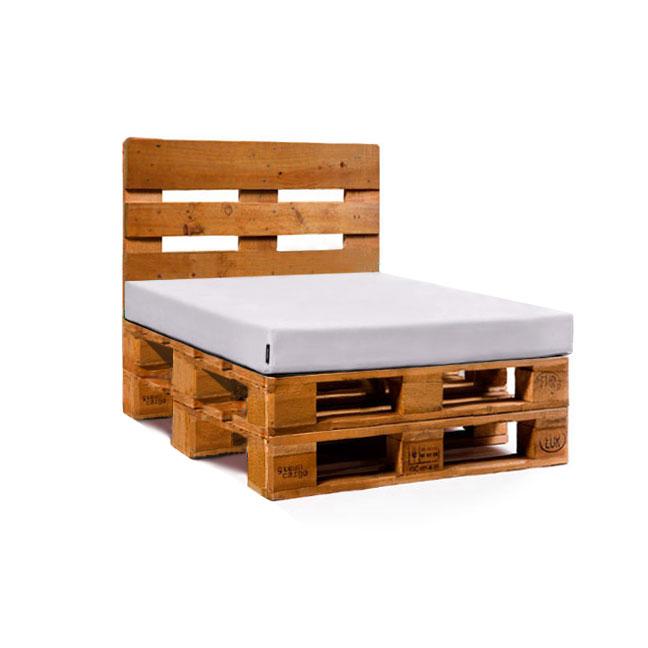 Palets restaurados como mesa sof o sill n - Colchones para palets ...