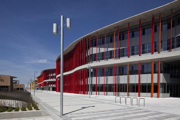 Expo zaragoza oficinas de vanguardia con fachadas wicoma for Fachadas modernas para oficinas