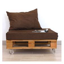 Palets restaurados como mesa sof o silln