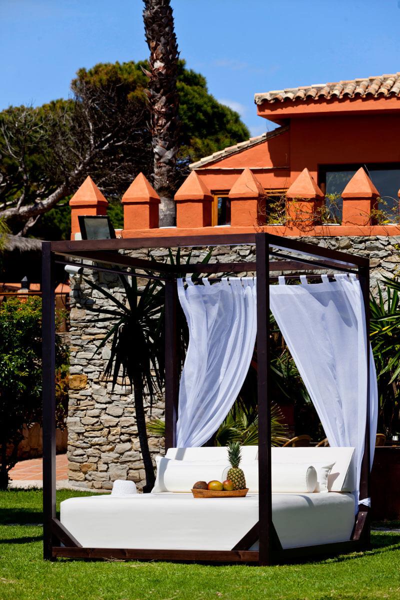 El confort ideal de dise o se llama cama balinesa for Camas balinesas para jardin