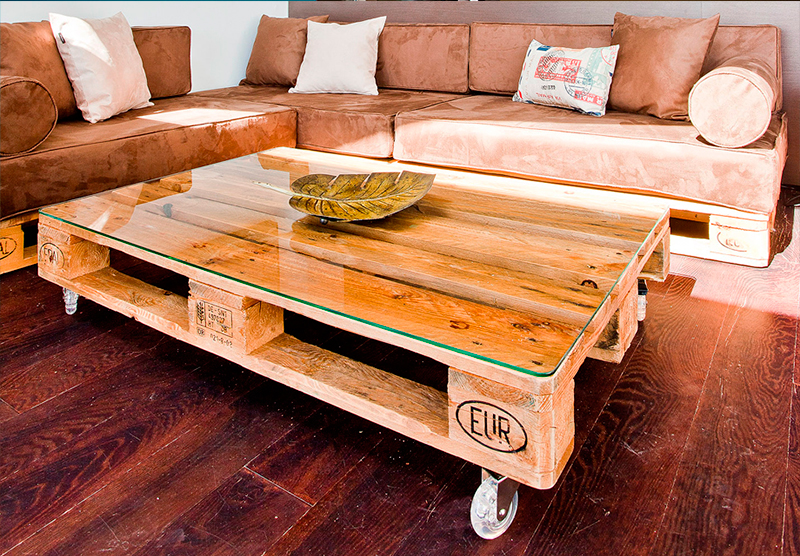 Dise a tus muebles con palets y puffs configurador online for Sofas con palets para jardin