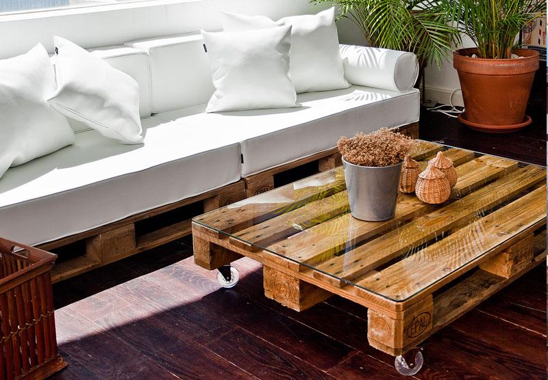 Dise a tus muebles con palets y puffs configurador online - Como hacer un sofa con palets ...