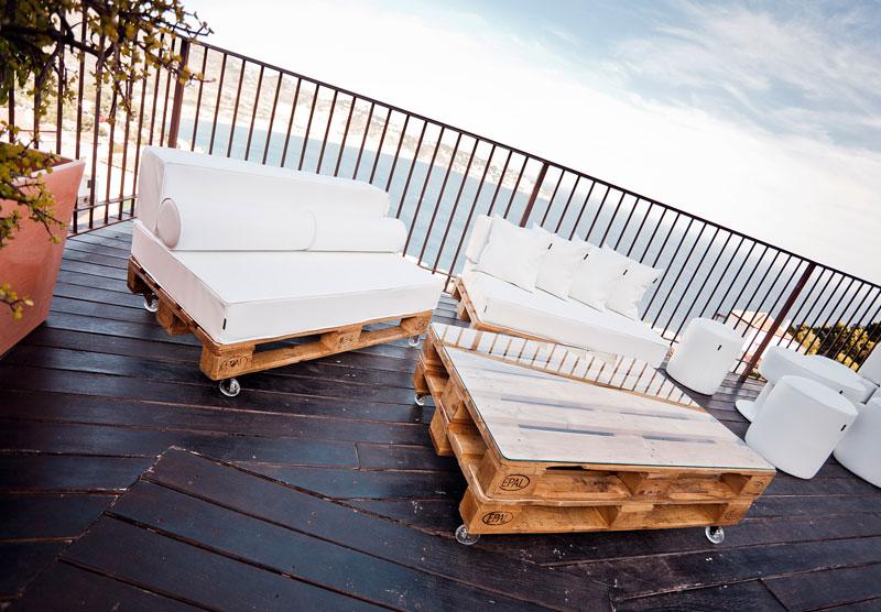 Dise a tus muebles con palets y puffs configurador online for Muebles de exterior con palets